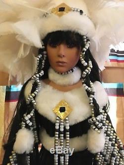Vtg Franklin Mint Winter Moon Rouge Indian Princess 26 Poupée En Porcelaine De Rustie