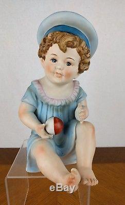 Vtg Peint À La Main Piano Bébé Figure Garçon Bisque Porcelaine Chapeau Boule Poupée Bébé Bleu