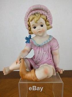 Vtg Peint À La Main Piano Figure Fille Bisque Porcelaine Chapeau Chaussette Poupée Rose